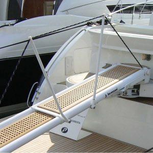 Gineico Marine-besenzoni-yacht-passerelle-idrauliche-girevoli-transom-rotating-gangway-pi-464-smart-top-mounted