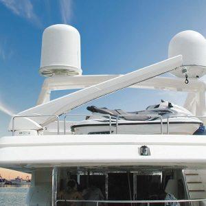 besenzoni-flybridge waterski-hydraulic-crane-G-423 - Gineico Marine